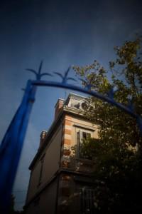 La-villa-des-auteurs-entrée-du-jardin-©-Patrick-Gherdoussi-200x300